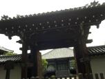 είσοδος προαυλίου ναού