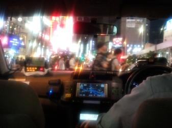 Πολλά φώτα και πολλοί άνθρωποι στο Shinjuku