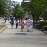 στους δρόμους του Kyoto οι γκέισες είναι συνηθισμένο θέαμα