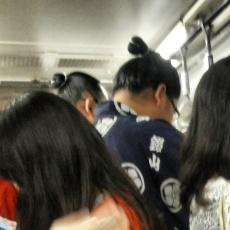 αθλητής sumo μέσα στο metro
